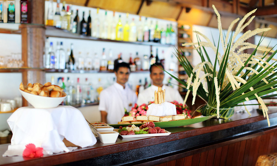 Gangehi Island Resort maldives bar kandu