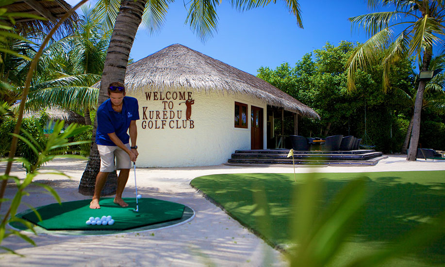 Kuredu Island Resort hotel mini golf