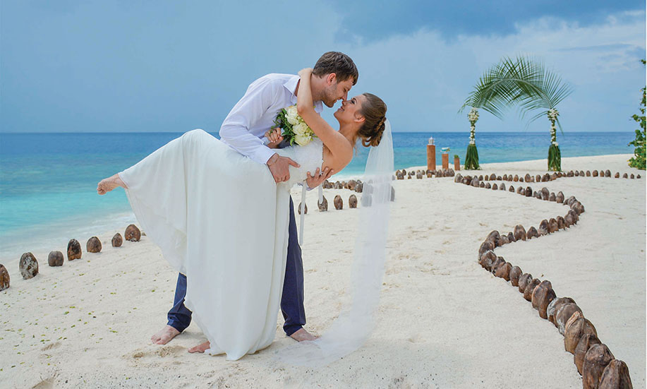 Malahini Kuda Bandos Maldives wedding