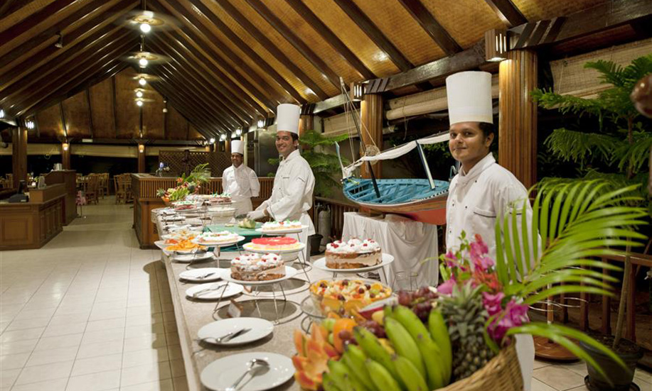 Paradise Island Resort Spa Maldives dinner