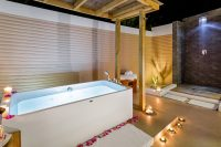 Kudafushi Resort Spa Beach Villas bathroom