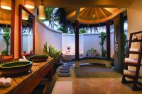OBLU SELECT at Sangeli by Atmosphere Deluxe Beach Villa with Pool bathroom